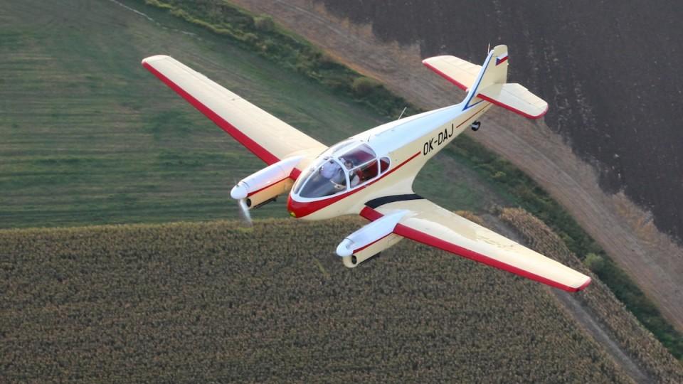 Aero 145 piloti Libor Smolík a Libor Smolík jr.