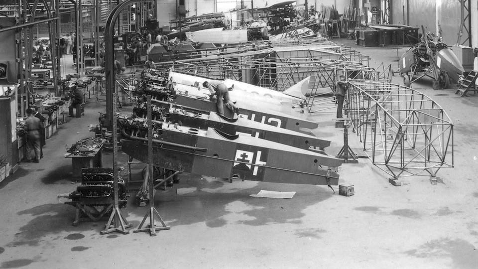 stavba repliky historického letadla