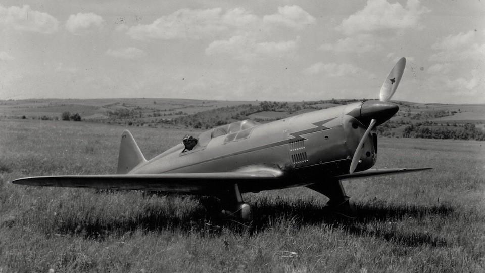 historické letadlo v Otrokovicích
