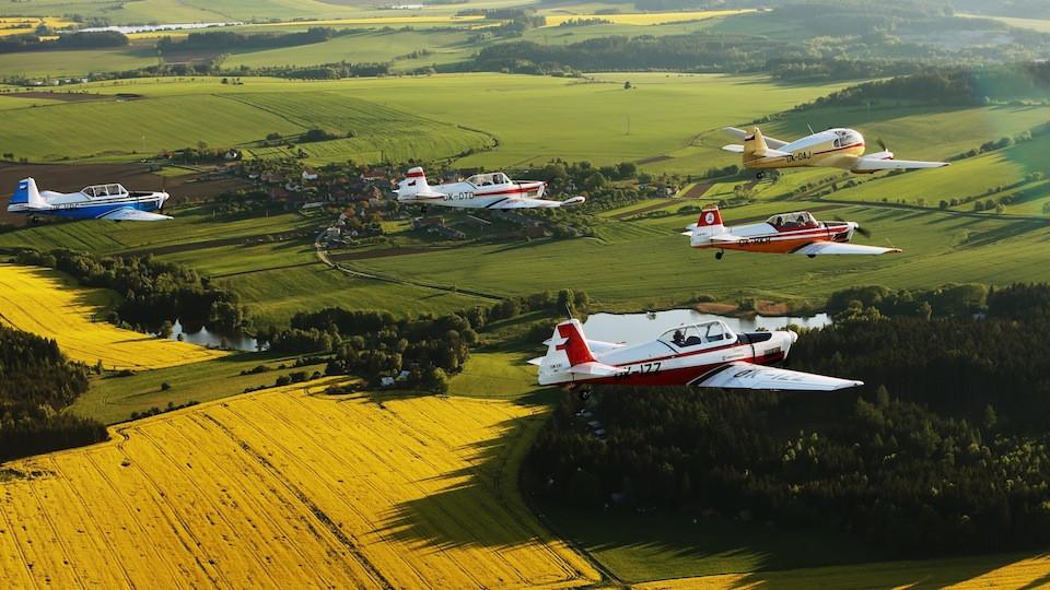 skupina historických letadel - vedoucí Aero 145 a 4x Zlín trener